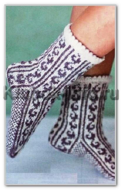 Носки с двухцветным жаккардовым узором