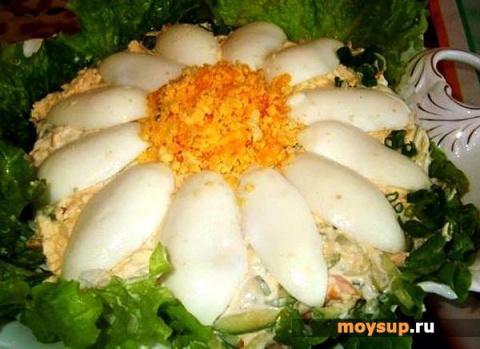 Салат с грибами, сыром и кон…