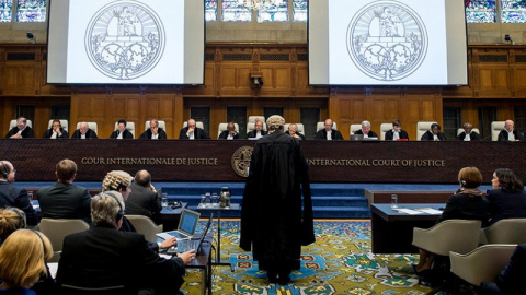 На скамье подсудимых: в Гааг…