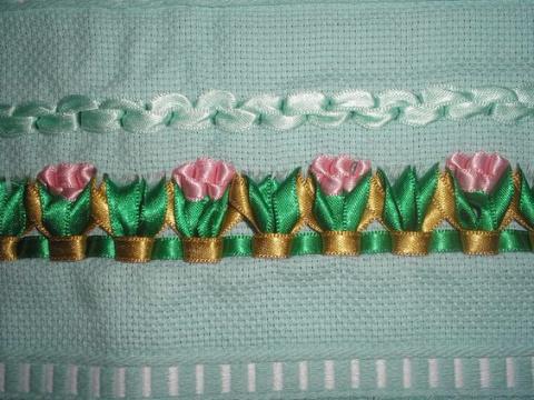 Вышивка лентами на полотенцах, салфетках, скатертях