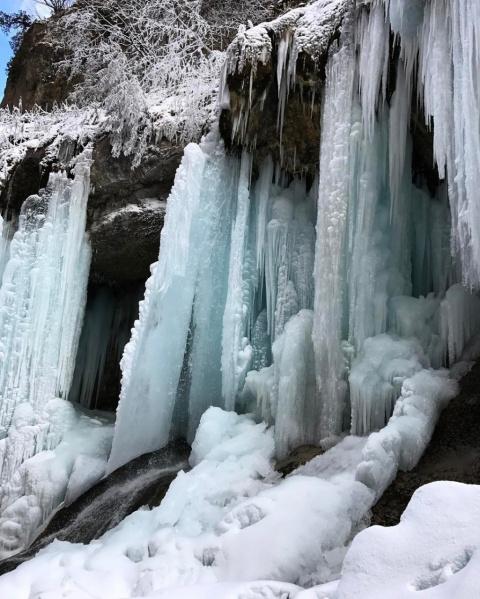 Лучше гор могут быть только... замёрзшие водопады