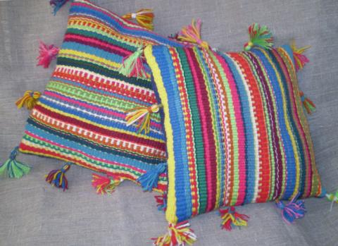Потрясающие подушки в деревенском стиле (как использовать остатки пряжи)