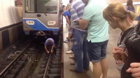 Пассажир упал на пути на Кол…