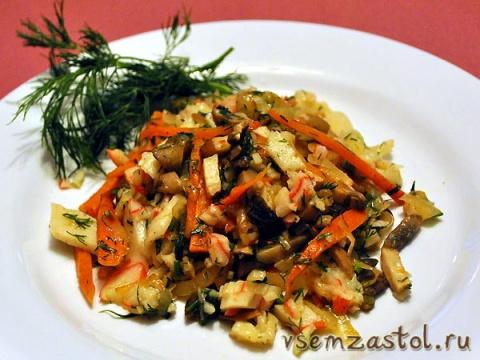 Салат из жаренных крабовых палочек