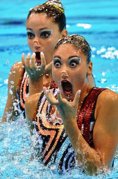 Зрелищно  — прикольная подборка забавных фото красоток-синхронисток на соревнованиях