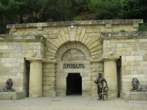 Памятники при жизни и памятники киногероям