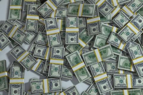 Крах доллара: россияне массово «сливают» американскую валюту
