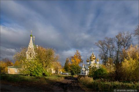 Старинный город золотой осенью