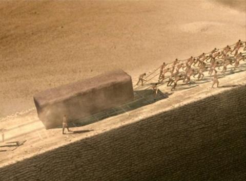 Кто спроектировал и построил пирамиды?