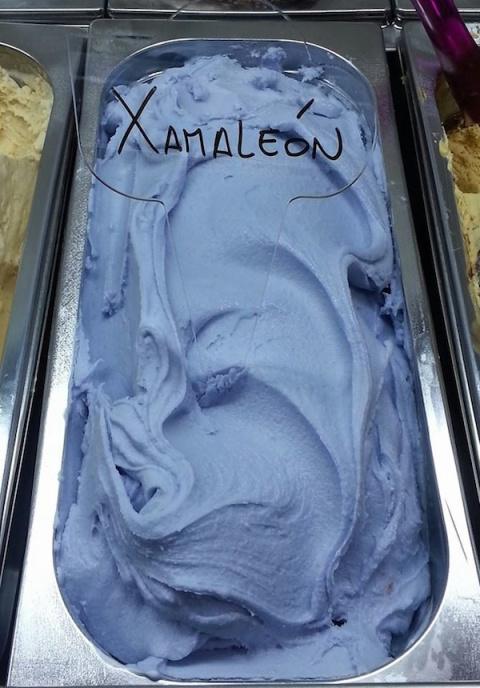 Мороженое, которое меняет цвет