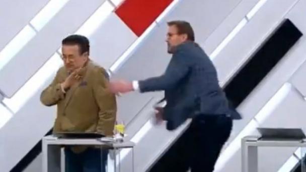 Василь Вакаров против Грега Вайнера