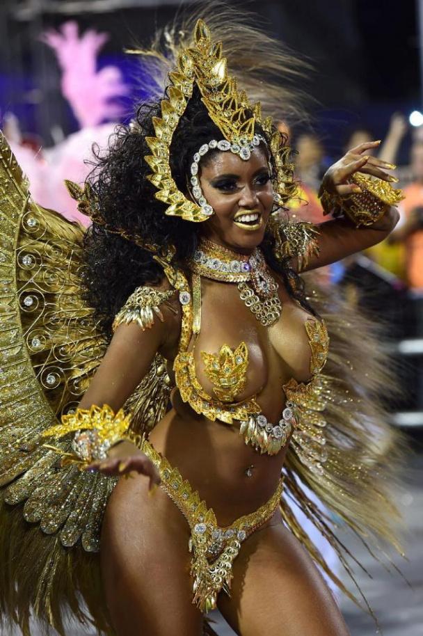 brazilskie-zhenskie-shokiruyushie-formi-bezumniy-i-sumasshedshiy-analniy-seks