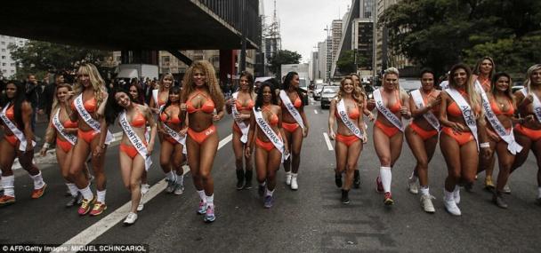 Старушки в бикини бразильский фестиваль смотреть