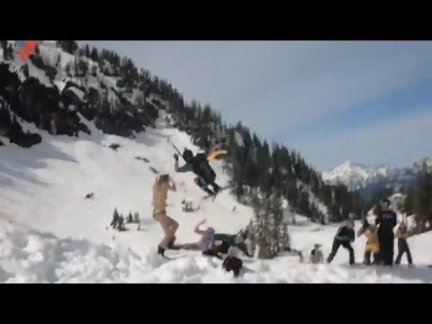Лыжник-парашютист едва не сб…