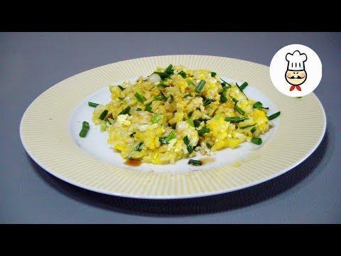 Ароматный рис с яйцом и луком