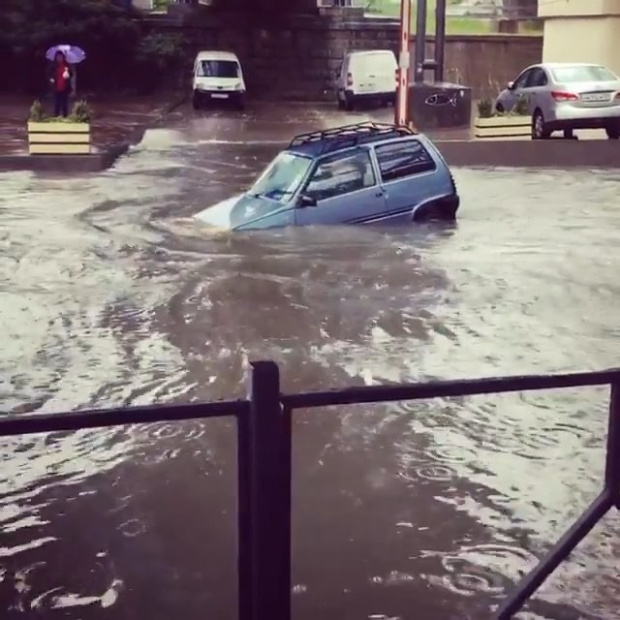 Подводная лодка «Ока» с доро…