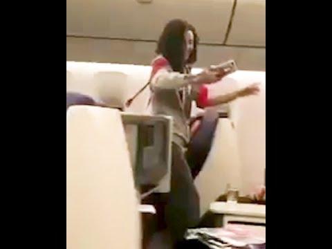 Неадекватная Ольга Бузова приставала к пассажирам самолета, требуя выпить с ней