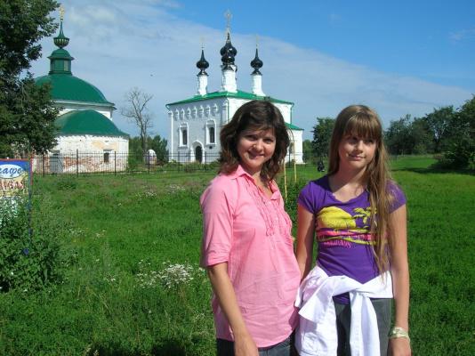 Оксана и Алиса в Суздале. Красота