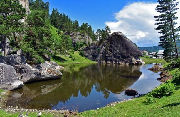 """Шаманское озеро и скала """"Голова кита"""""""