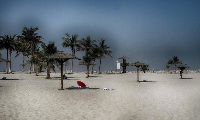Пляж в Дубае в августе