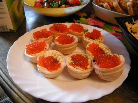 тарталетки с икрой  и мягким сыром
