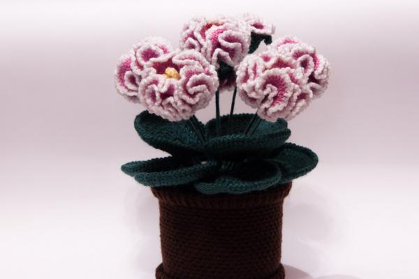 Вязаные цветы в горшочке крючком. Цветы крючком