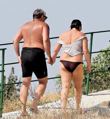 Лариса Гузеева с мужем на пляже