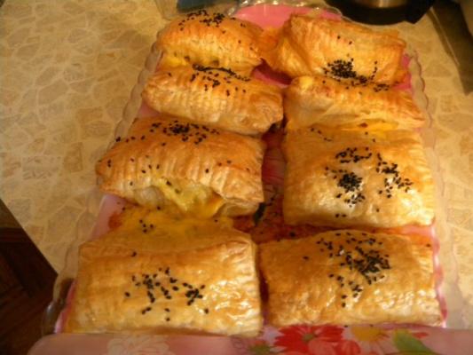 слойки с сыром-чесноком