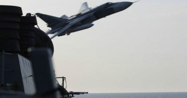 Су-24, имитация атаки на американский эсминец