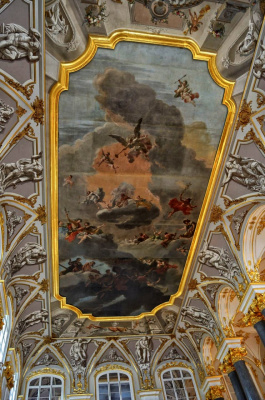 Плохо отреставрированный потолок Эрмитажа в Питере.