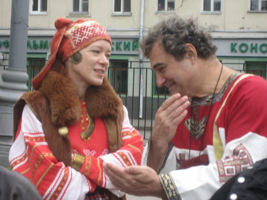 В славянских одеждах и энергетика другая