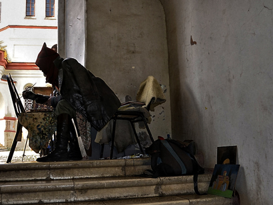 Абхазский художник в Новоафонском монастыре.