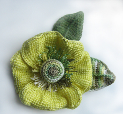 Вязанный крючком цветок