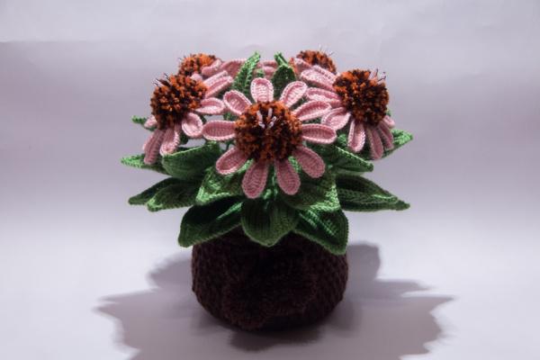 Вязаные цветы в горшочке крючком
