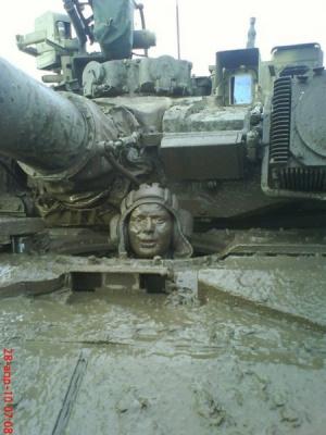 А русского танкиста все боятся (и правильно делают)