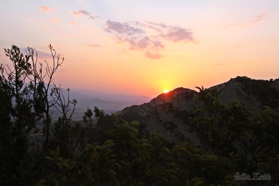 Солнце село за горою....