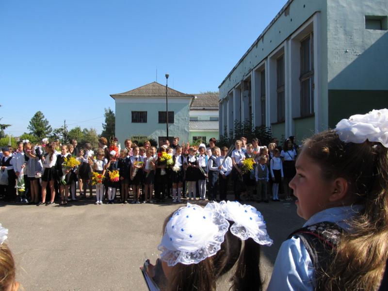 Праздничная школьная линейка. 1 сентября 2017 (гимназия - 2-я ср.школа).
