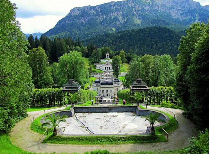 В парке замка Линдерхоф (Германия)
