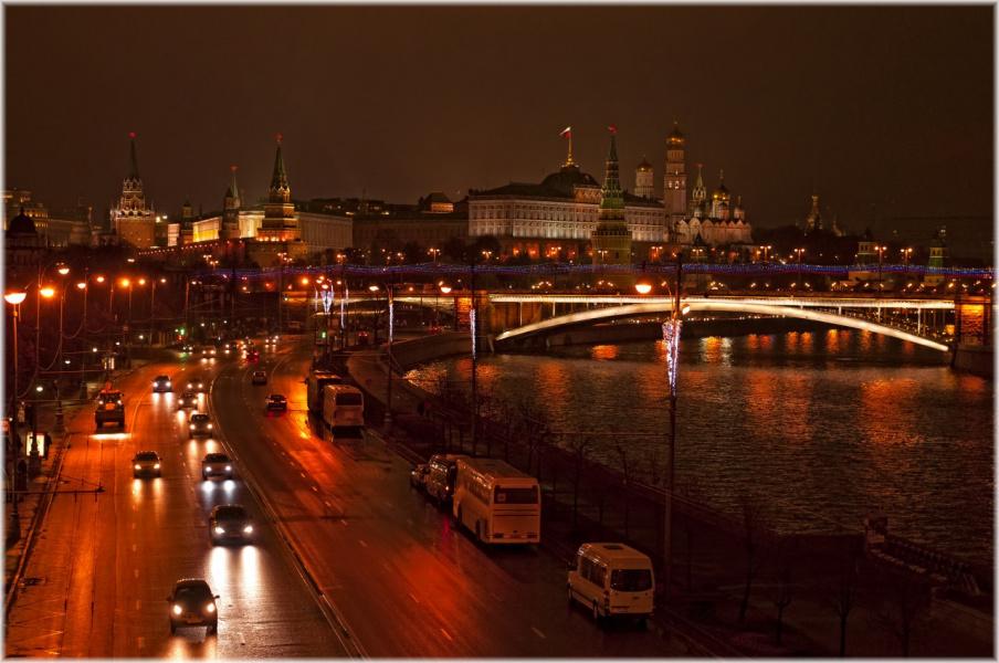 Вечер. Москва. Вид с Патриаршего моста.