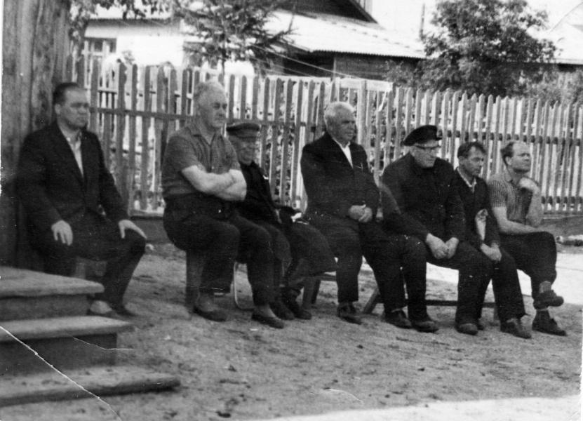 Зрители. Лето 1966 года. Во дворе дома № 5 в 1-ом Заводском переулке.
