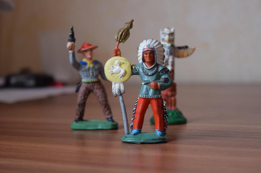 Индейцы - игрушки моего детства (Германия), кто играл и помнит...